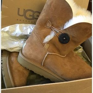 Uggs new in box baileys button boots sz 9